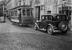 Eléctrico, Lisboa, Portugal   Fotógrafo: Estúdio Horácio Nov…   Flickr Lisbon Tram, History Of Portugal, Sea Activities, Western World, Light Rail, Belem, Sunny Beach, Antique Photos, Capital City