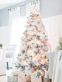 Best of Christmas Holiday Décor Favorites & How to decorate your christmas tree and mantel the easy way. Plus ...