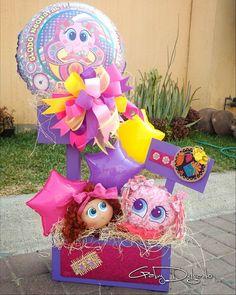 Balloon Arrangements, Fiesta Decorations, Candy Bouquet, Ideas Para Fiestas, Childrens Party, Valentine Crafts, Gift Baskets, Party Favors, Birthday Parties