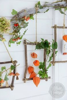 Autumn decoration - magic decorations made of natural materials. I'll show you how to make a colorful wall decoration for the fall and a colorful autumn wreath out of colorful leaves, lantern flow Autumn Crafts, Nature Crafts, Magic Decorations, Autumn Decorations, Summer Decoration, Diy And Crafts, Crafts For Kids, Deco Nature, Deco Floral
