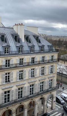 Beautiful Buildings, Beautiful Places, Dark City, City Vibe, Moving To Paris, City Aesthetic, Paris Photos, Oui Oui, Aesthetic Pictures