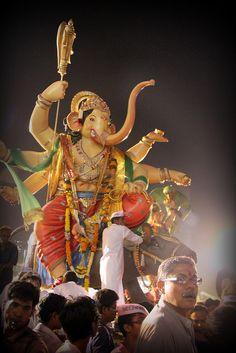 Mumbai festival #chaturthi #Festival #Ganesha#Mumbai Jai Ganesh, Ganesh Lord, Shree Ganesh, Festivals Of India, Festivals Around The World, Indian Festivals, Shri Ganesh Images, Ganesha Pictures, Ganpati Visarjan