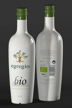 Egregio (Oleoestepa). Ecological Extra virgin Olive Oil Packaging + branding. By La Burra Comunicación.