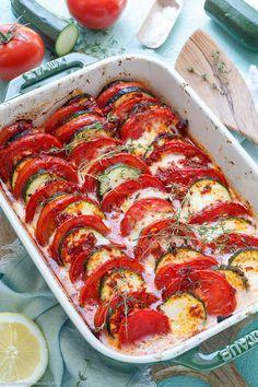Tomaten Zucchini Auflauf mit Mozzarella - emmikochteinfach