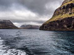 C'est pas la femme qui prend la mer c'est la mer qui prend la femme (tatateiiiiiiiin)... Moi la mer elle m'a pris je m'en souviens un jeudi.... (Je n'ai pas vomi mon 4 heures). On embarque pour faire un tour dans l'Atlantique-nord ? Un tour vers les deux îles les plus isolées du nord des #ÎlesFéroé ça vous dit ? _____  Let's board the ferry and sail the North Atlantic shall we ? A sail to the two most remote islands of the north of the #FaroeIslands. Sounds tempting ? #panasonicgx8