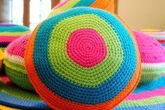 Almohadones Redondos Coloridos Tejidos Al Crochet - $ 250,00 en MercadoLibre