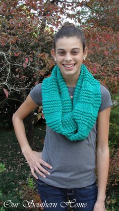 Quick & Easy Knitted Infinity Scarf : Quick & Easy Knitted Infinity Scarf – O. Quick & Easy Knitted Infinity Scarf : Quick & Easy Knitted Infinity Scarf – Our Southern Home # Beginner Knit Scarf, Beginner Knitting Projects, Knitting For Beginners, Infinity Scarf Knitting Pattern, Baby Knitting Patterns, Loom Knitting, Knitting Needles, Stitch Patterns, Knitting Ideas