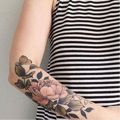 Cet écusson de gloire. | 30 tatouages floraux parfaits pour le printemps