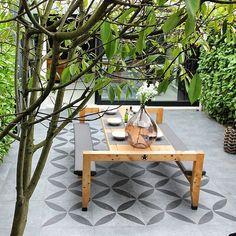Duostone terrastegels met dessin.