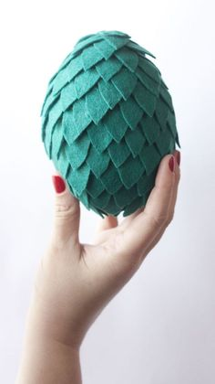 DIY Game of Thrones Dragon EggsDo you have the courage patience to make Dragon Eggs?These Game of Thrones Eggs (or Toothless eggs) are made of felt and there is lots of sewing. LOTS OF SEWING. To save time, I think you can glue on most of the scales (just not hot glue).There is a template for covering the egg with felt, and also for the scales.Find the DIY Game of Thrones Dragon Eggs Tutorial and Template from Cosas Molonas here.For more GOT eggs, check out this DIY Mini Roundup of Game of…