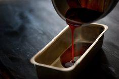 Hjemmelaget karamellpudding - trinn for trinn | Oppskrift - MatPrat Chocolate Fondue, Red Wine, Alcoholic Drinks, Glass, Food, Drinkware, Alcoholic Beverages, Meals, Yemek