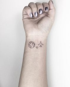 Love this mini tattoos, cool tattoos, little tattoos, basic tattoos, small travel Mini Tattoos, Basic Tattoos, Little Tattoos, Trendy Tattoos, Cute Tattoos, New Tattoos, Body Art Tattoos, Tattoos For Women, Tatoos