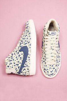 2014 cheap nike shoes for sale info collection off big discount.New nike roshe run,lebron james shoes,authentic jordans and nike foamposites 2014 online. Nike Free Shoes, Nike Shoes Outlet, Cute Shoes, Me Too Shoes, Floral Nikes, Baskets, Mein Style, Nike Free Runs, Minimal Chic