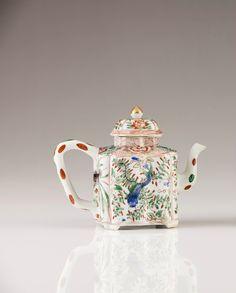 A Polychrome Famille Verte tea-pot, Chinese export porcelain, Kangxi Period (1662-1722).