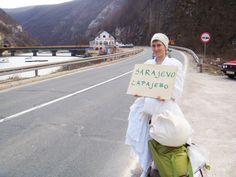 Pippa Bacca è stata un'artista italiana uccisa in Turchia nel 2008 a 33 anni mentre cercava di portare un messaggio di pace nei paesi colpiti dalla guerra.