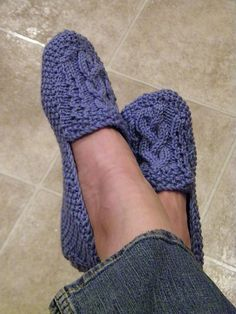 These would be great to make for mi madre.   #knitting #slippers