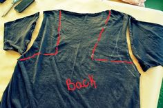 WobiSobi: Braided Back Tee #4: DIY Diy Shirts No Sew, Tie Dye Shirts, T Shirt Diy, Band Shirts, Tee Shirts, Hot Topic Clothes, Diy Clothes, Clothes Refashion, Braided T Shirts