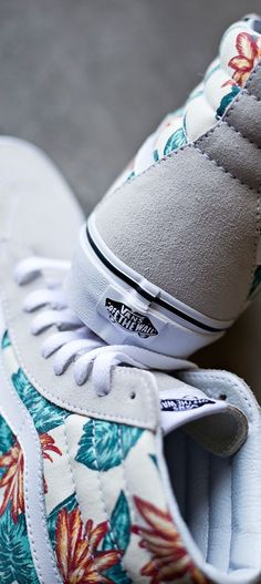 "Vans ""Off The Wall"" Footwear vans vintage aloha print Sock Shoes, Cute Shoes, Vans Shoes, Me Too Shoes, Shoe Boots, Shoes Heels, Shoes Sneakers, Tenis Vans, Converse Shoes"