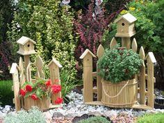 Corner Picket Fence Planter w/ Birdhouse