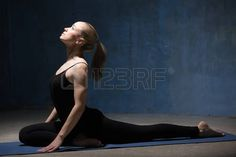 54416414-beautiful-sporty-fit-young-woman-working-out-indoors-against-grunge-dark-blue-wall-model-doing-easy-.jpg (450×300)