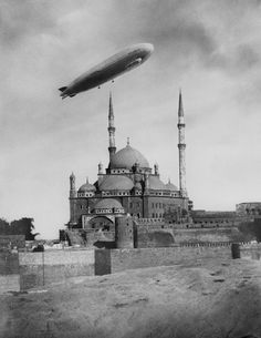 """Old Pics Archive on Twitter: """"Zeppelin over Istanbul 1930 https://t.co/0SSp0mBoO2 https://t.co/3QMxGxLTox"""""""