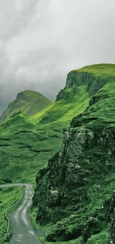 Hiking in the Scottish Highlands! Travel to Scotland! See 28 Mind Blowing photos of this beautiful country! Edinburgh | Glasgow | Castles | Isle of Skye