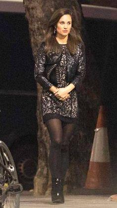 Pippa Middleton n'a pas l'air très réchauffée. Un manteau n'aurait pas été de trop pour sa soirée londonienne...