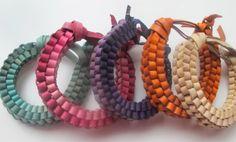 box braid bangles (tuto) by Simple Bracelets, Braided Bracelets, Handmade Bracelets, Handmade Jewelry, Do It Yourself Jewelry, Bracelet Tutorial, Diy Bracelet, How To Make Box, Craft Ideas
