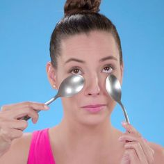 Check out these tips that will help you get rid of dark circles under your eyes! skin face skin no makeup skin requires commitment skin secrets skin tips Beauty Tips For Glowing Skin, Health And Beauty Tips, Beauty Skin, Natural Beauty, Best Beauty Tips, Beauty Tips Video, Health Tips, Health Memes, Beauty Secrets