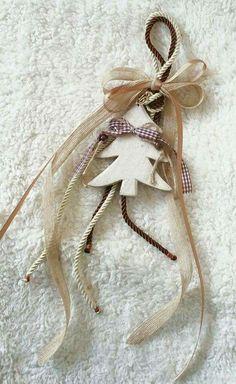 Rustic Christmas Crafts, Handmade Christmas Gifts, Xmas Crafts, Diy Christmas Ornaments, Christmas Projects, Christmas Wreaths, Christmas Mood, Christmas Design, Christmas Paintings