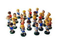 Allegri calciatori della nazionale in resina colorata, con 24 soggetti assortiti... ideali per i ragazzi appassionati di calcio!!!