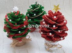 Vianočné ministromčeky zo šišiek, Vianočné dekorácie | Artmama.sk Diy Christmas Tree, Christmas Holidays, Christmas Wreaths, Christmas Decorations, Holiday Decor, Pine Cones, Origami, Diy And Crafts, Handmade