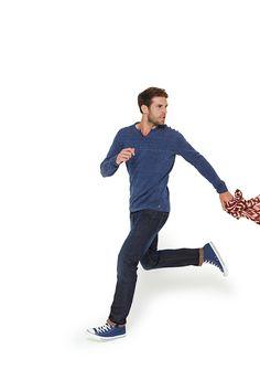 Le pull ILLAN fine jauge à porter avec un jean pour un look jeune et décontracté. Jean ILLYAS l'alliance du confort et de la modernité d'un denim stretch contrasté. #mode#elora#elorabygf#pull#décontracté#jean#indigo#stretch#denim#