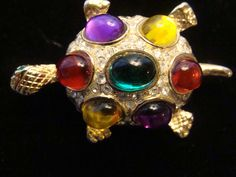 TURTLE BROOCH SIGNED ROMAN - GOLD TONE WITH MULTI COLOR CABOCHONS - VINTAGE PIN  #ROMAN