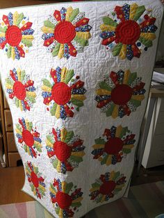 Dresden Plate Baby Quilt by armchairquilter, via Flickr