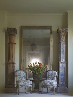 Classic details + Oversized mirror. Suzanne Rheinstein.