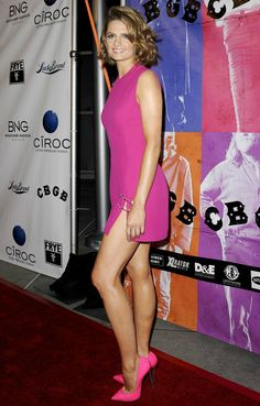 Stana Katic sexy legs in a short little pink dress with sexy side slit and pink metalic stiletto heels on the red carpet Beautiful Legs, Gorgeous Women, Amazing Legs, Little Pink Dress, Stana Katic Hot, Bollywood, Sexy Legs And Heels, Mini Vestidos, Beautiful Celebrities
