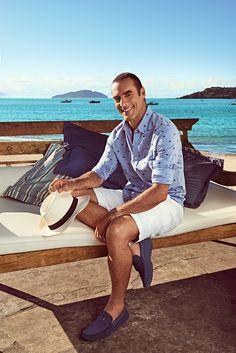 Mocassim azul marinho, pedida perfeita para você presentear seu pai no final de semana! Confortável e moderno, ele não vai tirar dos pés!  Campanha com o ator Paulo Zulu