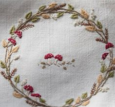 Hand Embroidery Projects, Hand Embroidery Art, Embroidery Flowers Pattern, Embroidery Thread, Cross Stitch Embroidery, Embroidery Ideas, Autumn Wreaths, Hand Quilting, Needlework