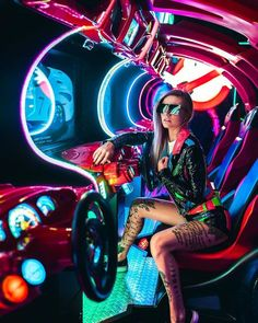 Moody Street Style Portrait Photography by Shani Varner A Lápiz De Tareas Creativa ? Neon Photography, Creative Photography, Portrait Photography, Fashion Photography, Photography Ideas, Photoshoot Themes, Photoshoot Inspiration, Neon City, Foto Portrait