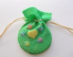 Lente caso fieltro verde con azul fieltro flores con sutura