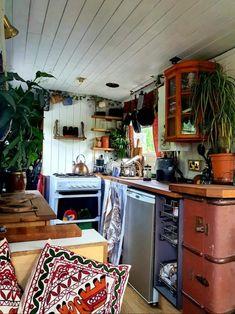 Bus Living, Tiny House Living, Cool Mansions, Houseboat Living, E Room, Van Home, Bus House, Estilo Hippie, Tiny House Design