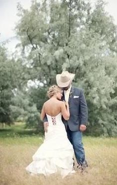 Adorable wedding photo with groom in cowboy hat