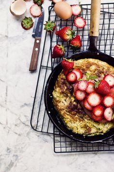 Lieblich Herbed Mazza Brei mit Erdbeere in der Rhabarber-Sauce, Estragon-Creme