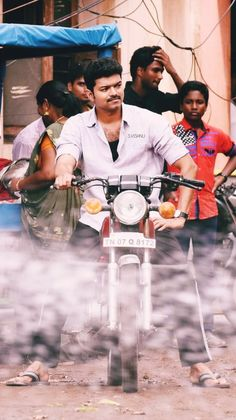 Mersal #maran #unseen #vijay Famous Indian Actors, Indian Celebrities, Actor Picture, Actor Photo, Vijay Actor, Unseen Images, Manchester United Players, Fan Poster, Studio Background Images
