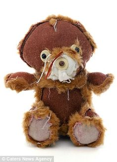 Scare Bears: The cuddly toys have been turned inside out and re-stuffed by a New York artist Kent Rogowski Cute Teddy Bears, Garden Crafts, Toy Store, Inside Out, Textile Art, Art Dolls, Childhood, Plush, Textiles