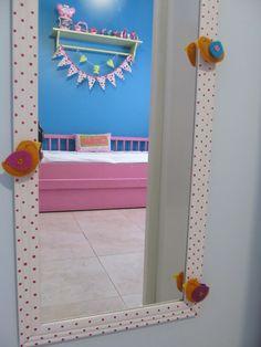 Espelho pintadinho com passarinhos em feltro quarto Cecília