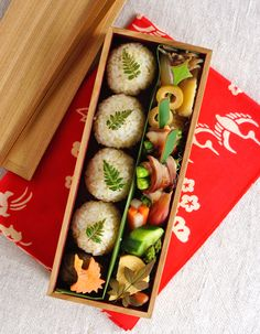 Japanese Lunch Box, Japanese Food, Bento Box Lunch For Adults, Lunch Snacks, Cute Food, Asian Recipes, Kids Meals, Food Photography, Rice Ball