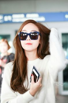 Jessica Jung With Straight Hair Barely Any Makeup And Red Nails