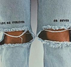 trendy ideas for embroidery denim dress embroidered jeans Diy Jeans, Diy Clothes Jeans, Diy Ripped Jeans, Ripped Knees, Painted Jeans, Painted Clothes, Diy Clothes Paint, Diy Clothing, Custom Clothes